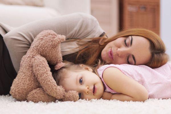 """Você acha que sabe o significado da palavra cansaço, até ter filhos. Porque quando um bebê nasce, você vê que o """"buraco é mais embaixo"""": os primeiros meses"""