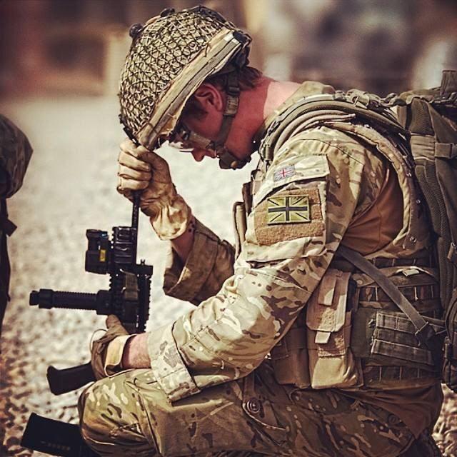 NOTE MTP osprey, unissued pouches, helmet band, flag patch, desert DPM gloves