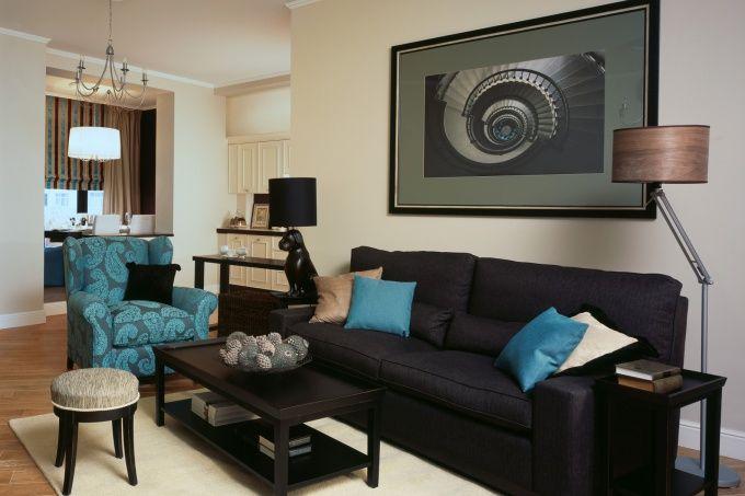 Стиль фьюжн имеет неопределенную историю. Одни считают, что он возник в 80-х годах на Филиппинах, другие его родиной именуют США, где американские дизайнеры в 90-х годах стали совмещать не совмещаемое и сочетать несочетаемое в интерьере квартир и в архитектуре.
