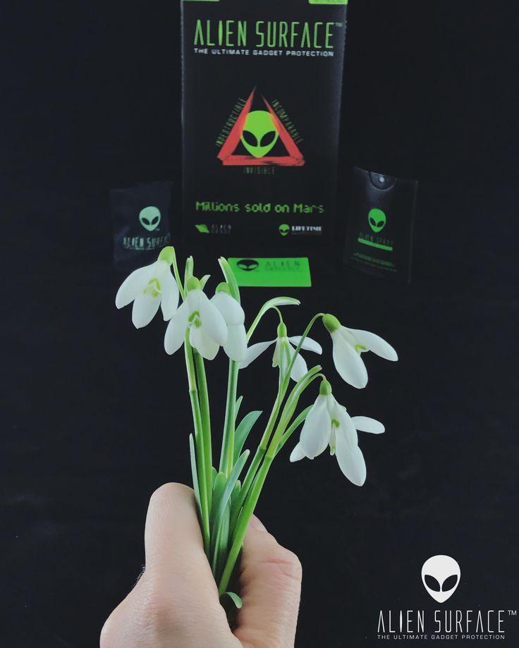 Surprinde-o de #8Martie șipăstrează-i frumusețea și suplețea telefonului cu folia de top #AlienSurface™.  Comandă online pe: www.aliensurface.ro   #FolieDeProtecție #ProtecțieInvizbilă #DesignOriginal