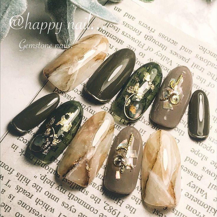 大理石とカーキで落ち着いた感じに。パーツで遊んで、オシャレ上級者に。#ハンド #旅行 #女子会 #ジェルネイル #ゴールド #大理石 #秋 #ネイルアート #カーキ#ロング#天然石ネイル #シースルー|ネイルデザインを探すならネイル数No.1のネイルブック
