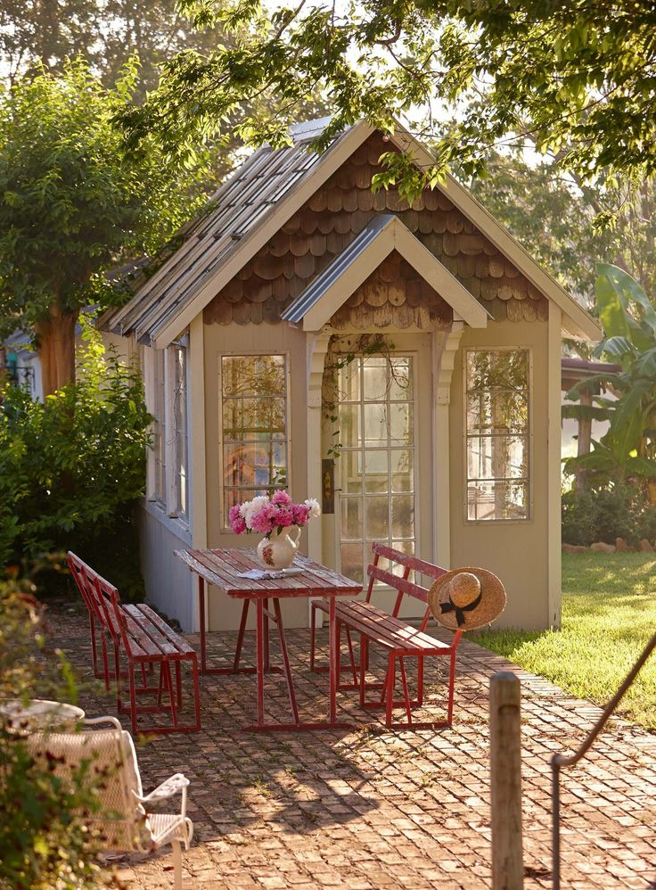 5072 best fun funky playhouses and tiny homes images on for Interesting garden buildings