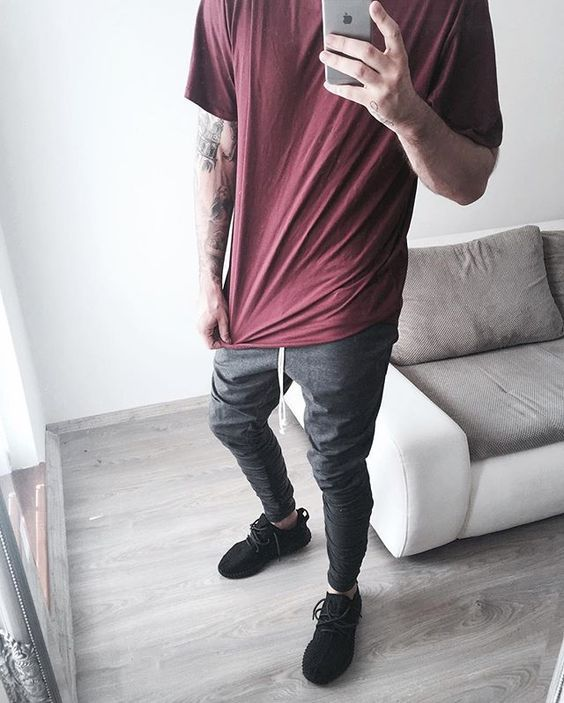 Calça Cinza, Adidas Yeezy Boost 350, Macho Moda - Blog de Moda Masculina: Calça Colorida Masculina, Looks pra inspirar!