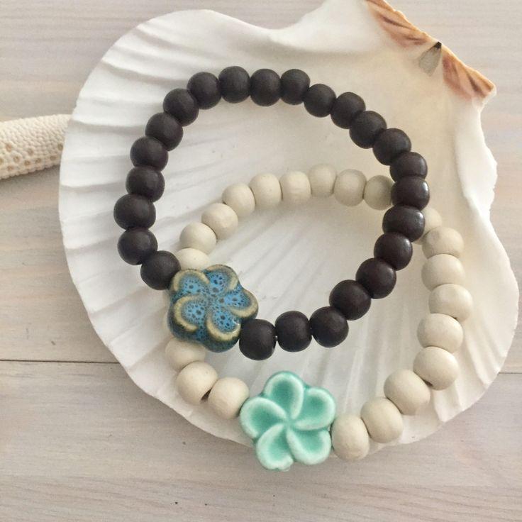 Hawaiian Flower Bracelet - Beach Bracelet - Wood Stretch Bracelet - Wooden Bracelet - Wood and Flower - Hawaiian Jewelry - Beach Jewelry