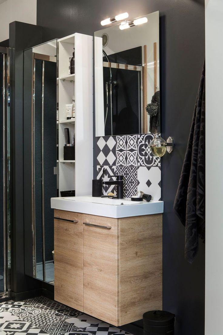 Petit coin de salle de bains fonctionnel et efficace... #déco #noir http://www.m-habitat.fr/sols-et-plafonds/carrelages/la-pose-des-carreaux-de-ciment-2230_A