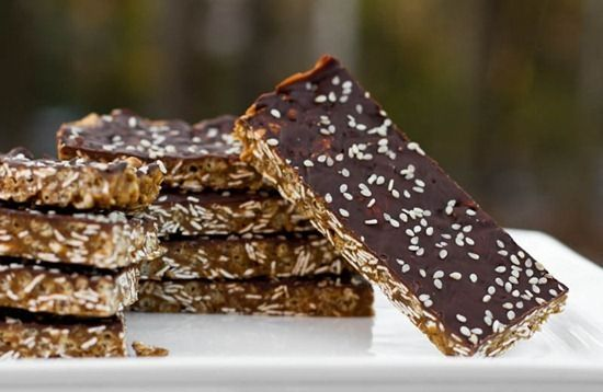 22 Ways To Get Your Vegan Snack Attack OnHealthy Vegan Snacks, Energy Bars, S'More Bar, Healthy Snacks, S'Mores Bar, Protein Bars, Baking Protein, Homemade Protein, Vegan Protein
