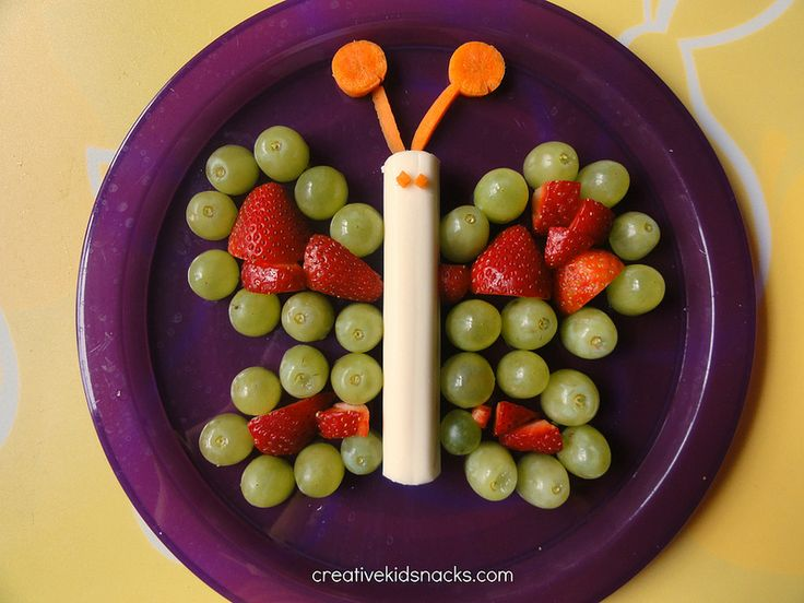 What a cute butterfly snack!  Lots of fruit and so much fun for the kiddos.  From creativekidsnacks.com