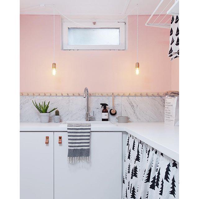 Tvättstuga i källare rätt så klar! Den rosa väggfärgen heter Balett från Alcro.