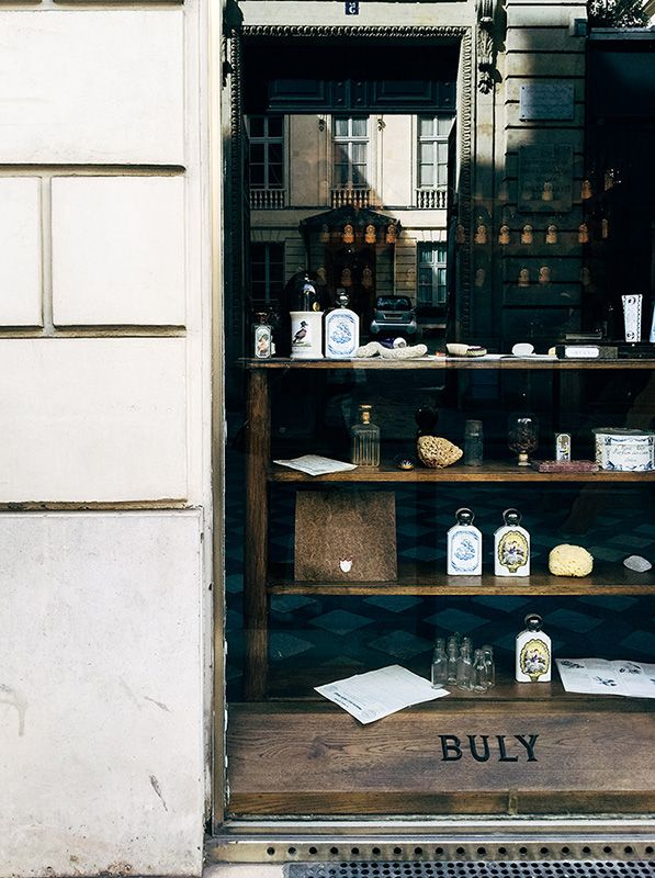 window display, buly 1803 fragrance store, paris, france | shopping + travel #storefronts