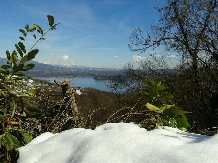 La neve fatica ad andar via dal #Vergante. #MassinoVisconti ( #Novara #Piedmont #Italy )