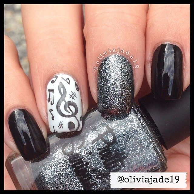 Polishes used: Sinful Colors Black On Black, OPI My Boyfriend Scales Walls and Pretty Serious Dream Delight. Stamping plate by Bundle Monster