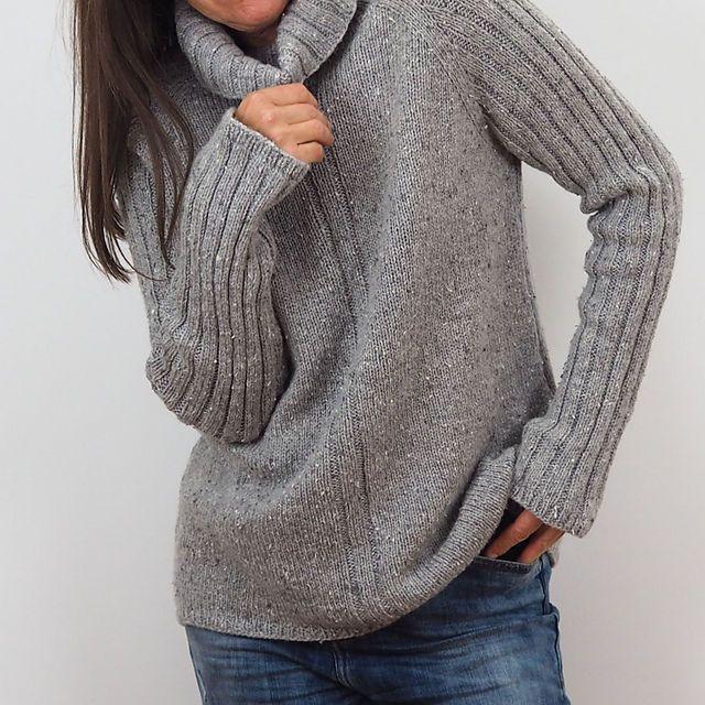 Теплый свитер регланом вязаный сверху