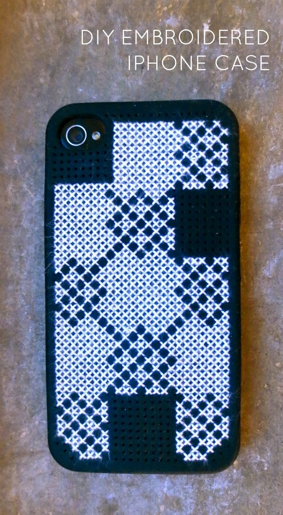 DIY Embroidered iPhone Case from createohlala.blogspot.com