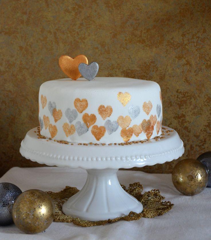 Nyomdázás tortára - arany-ezüst nyomdázott torta - részletes útmutató