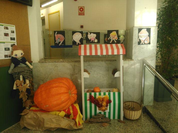 LA CASTANYERA A L'ESCOLA  - Material: Cartró, nines de roba, elements de la natura Nivell: Infantil / Primària 2015/16 Escola Pia Balmes