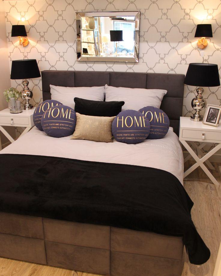 Nowa sypialnia w Sweet Living Home Inspirations, wykorzystaliśmy tapetę wzór tzw. Trellis, łóżko Hilding Anders, dodatki Bloomingville, Lene Bjerre oraz szafki nocne z naszej linii mebli na zamówienie SL Collection. #meblenazamówieniewarszawa #meble #wyposażeniesypialnie #oświetleniedosypialni #łóżkakontynentalne #eleganckiedodatki #dekoracjedodomu #dodatkiwarszawa #poduszkiwybór #kinkietydosypialni #bloomingvillewarszawa #eichholtz #lightandliving #sweetliving #slcollection #lenebjerre
