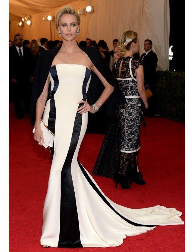Charlize Theron http://www.marie-claire.es/moda/tendencias/fotos/gala-met-2014-vestidos-en-la-alfombra-roja/charlize-theron-8