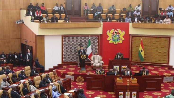 Il premier durante il suo discorso all´House of Parliament di Accra, Ghana. Foto di Antonella Sinopoli.
