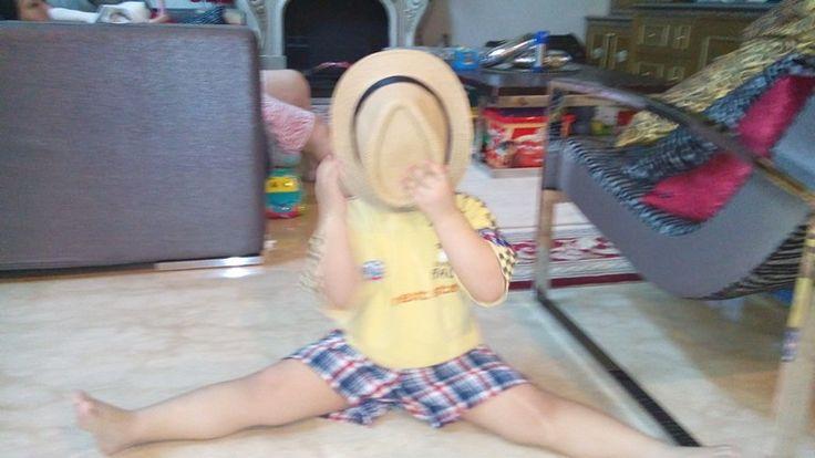 Cute baby splits awsome