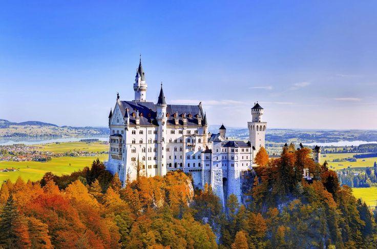 Романтический замок Нойшванштайн в Германии
