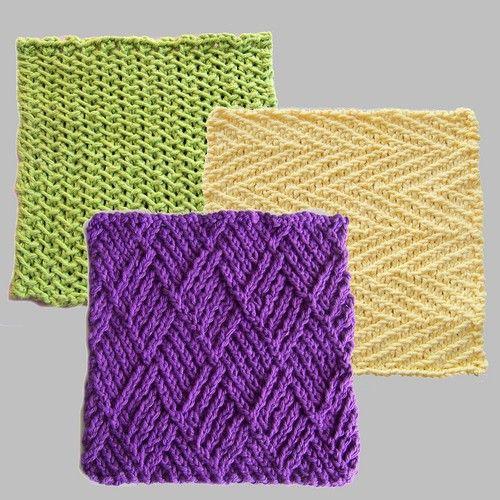 Tre klude. Tre dejlige klude af samme designer. Det er lette mønstre, og de gør sig godt både i ensfarvet bomuldsgarn som her og i flerfarvegarn. Pinde 3½ eller 4.