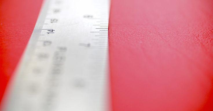 Como transformar uma medida em uma fração. Depois de dominar a escrita de frações e a resolução de equações simples que as contêm, utilize esse conhecimento de matemática e aplique-o a outros assuntos. Por exemplo, se está realizando um experimento científico e obtém uma medida com uma régua, você pode converter essa medida em uma fração para resolver um problema de matemática associado ao ...