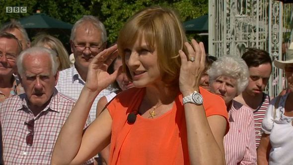 Fiona Bruce LOSES IT over plant pot's SHOCKING valuation on Antiques Roadshow: 'Crikey!' - http://buzznews.co.uk/fiona-bruce-loses-it-over-plant-pots-shocking-valuation-on-antiques-roadshow-crikey -