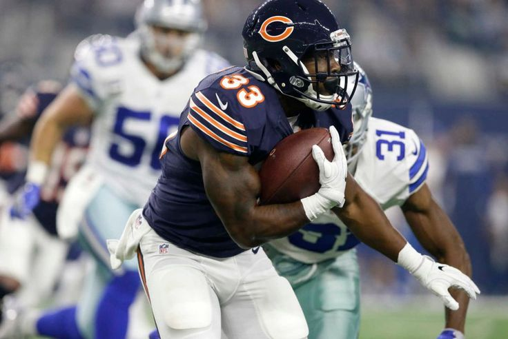 Chicago Bears running back Jeremy Langford (33) runs the ball against the Dallas Cowboys in the first half of an NFL football game, Sunday, Sept. 25, 2016, in Arlington, Texas.