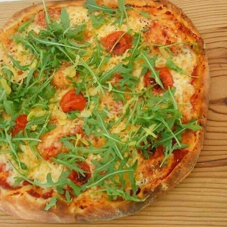 Έχουμε φτιάξει πολλές Πίτσες αυτή διαφέρει Πίτσα η Εύκολη  Μια ζύμη που ήρθε να σας αναστατώσει και να την λατρέψετε.  Θα σας πω όλα ...