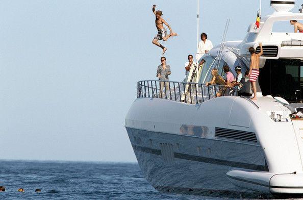 Milionário de opções binárias toma conta de marina no Rio de Janeiro com uma festa extravagante em iate de US$ 30 M – DailyWireStar.com