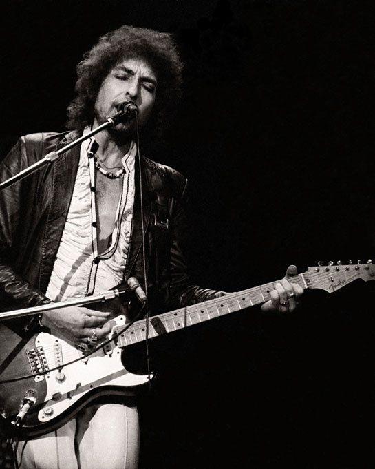 Bob Dylan http://www.vogue.fr/culture/a-ecouter/diaporama/la-playlist-de-local-natives/11553/image/682642#bob-dylan