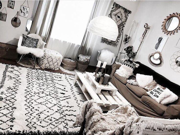 Table basse en palette tapis berbère La Redoute Salon cosy Instagram @noeudsjustine