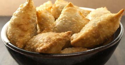 طريقة عمل عجينة السمبوسة المقلية بحشوة اللحم - Meat stuffed #fried #samosa #recipe
