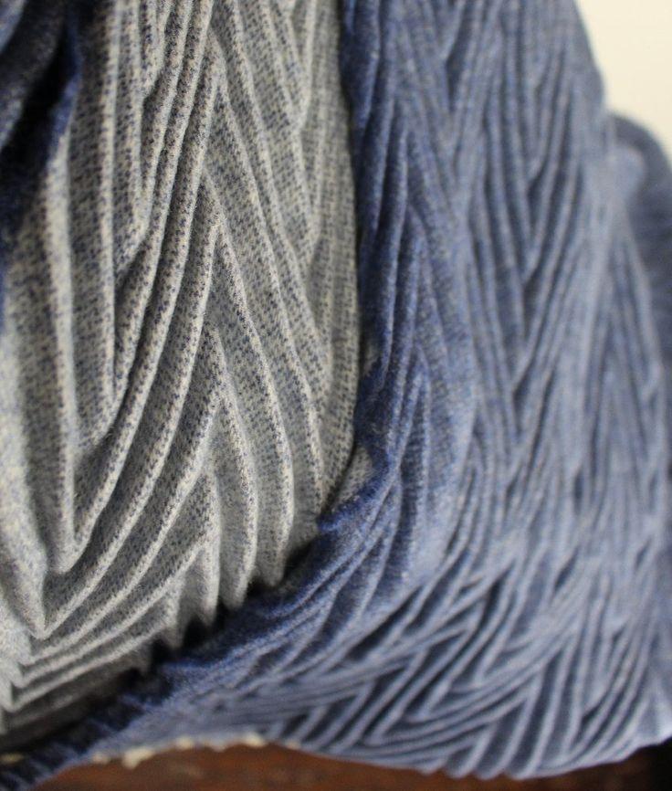 Plaid in lana plisse di pura lana vergine 100% double face e con frange.
