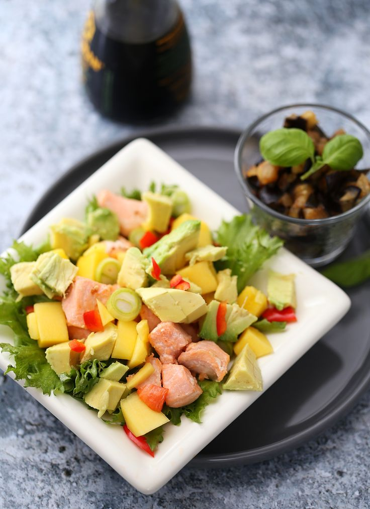 Laksesalat med mango og avokado
