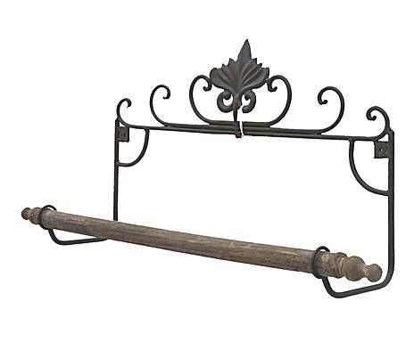 En clave shabby: Toallero de hierro y madera