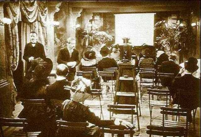 Cinématographe Lumiére nel seminterrato del Gran Cafè Boulevard