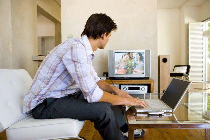#Telelavoro e #telemarketing: professionisti ed aziende si confrontano su questa esperienza di #lavoro.