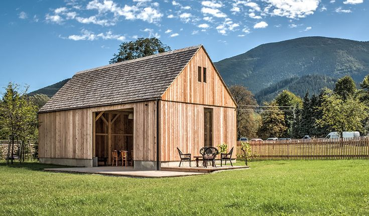The small boutique hotel Mezi Plutky in the Czech Carpathian Mountains effortlessly blends apparent contradictions. Old and new, darkness and light, privacy and