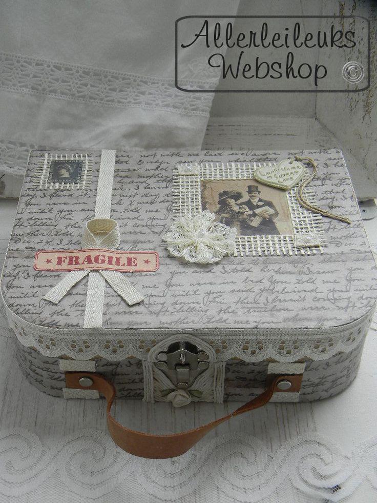 Brocante vintage koffertje. Leuk om zelf te maken. Kijk eens in mijn webshop voor alle materialen en een werkbeschrijving.