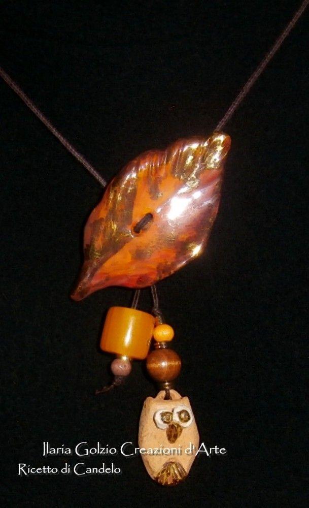 """""""I GIOIELLI DEL BOSCO"""" - Collana in ceramica e terracotta dorate, perle di ambra e legno."""