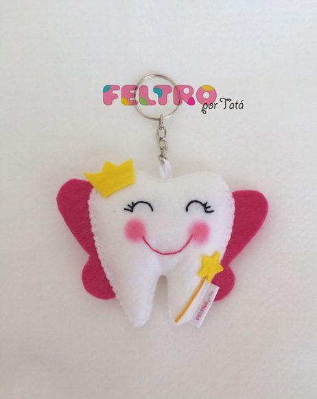 Chaveiro fada do dente, todos feito a mão, asas cor de rosa, varinha e coroa amarela. Um mimo para seus amigos e pacientes.    Tamanho 9cmx9cm