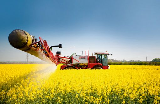 5235953-oilseed-rape-spraying.jpg (510×334)