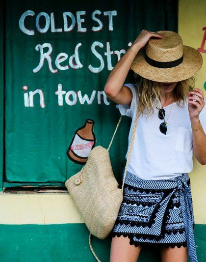 Οι Instagrammers φορούν ήδη τα πιο πολυσυζητημένα καφτάνια και σανδάλια. Εμείς τα ανακαλύψαμε και σας τα παρουσιάζουμε, για να είστε η σταρ της παραλίας