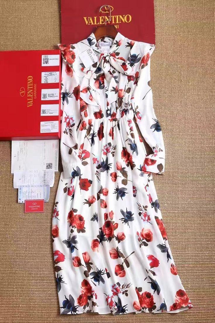 Люкс копия Valentino платья в цветочном принте! Ткань: шелк с добавлениями. Размеры S M L Цена 6500 руб
