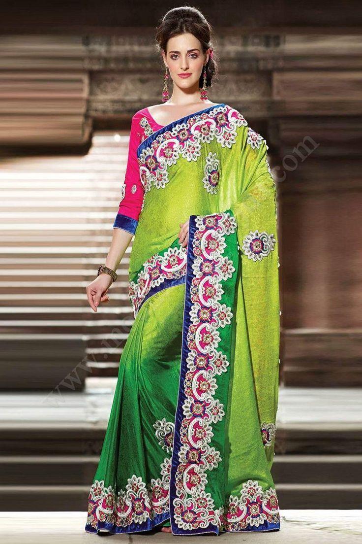 Зелёное красивое индийское сари из жаккардовой ткани, украшенное вышивкой скрученной шёлковой нитью и стразами