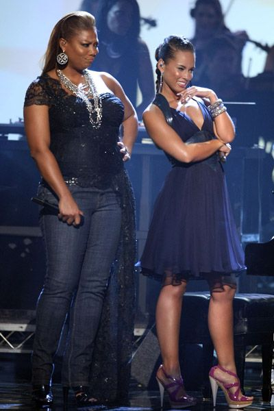 Queen Latifah and Alicia Keys. I think the queen is hottt in this picture.