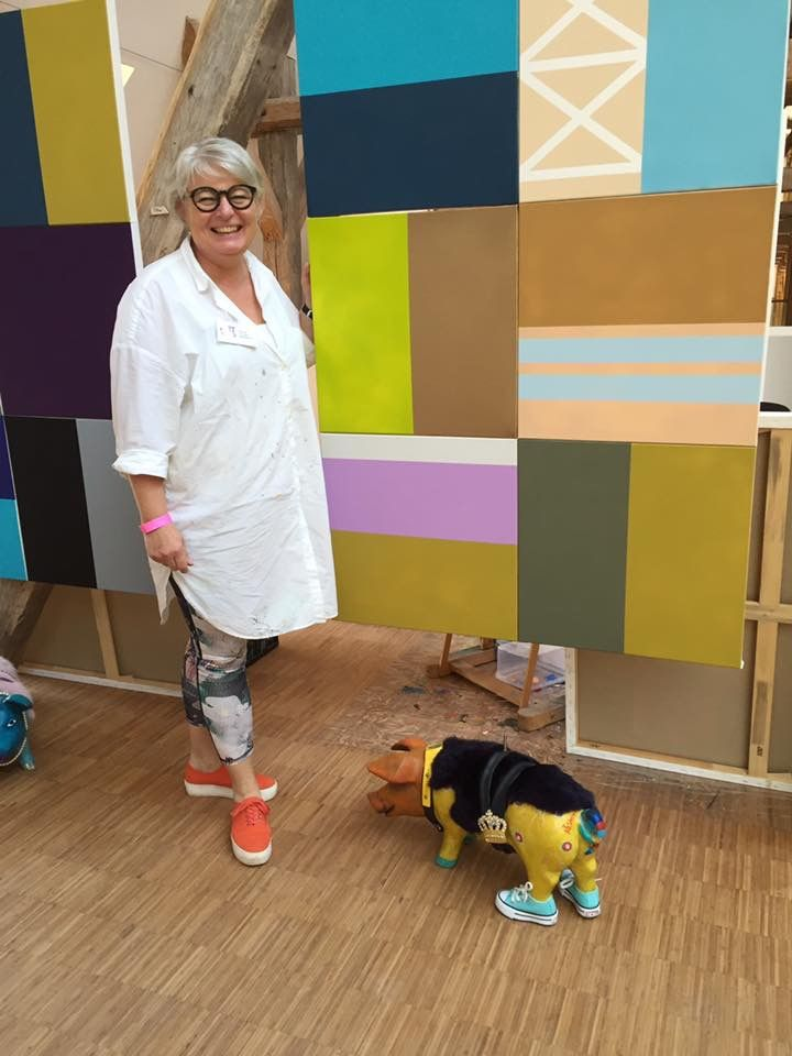 Kathrine van Godt and her paintings and Pig Art