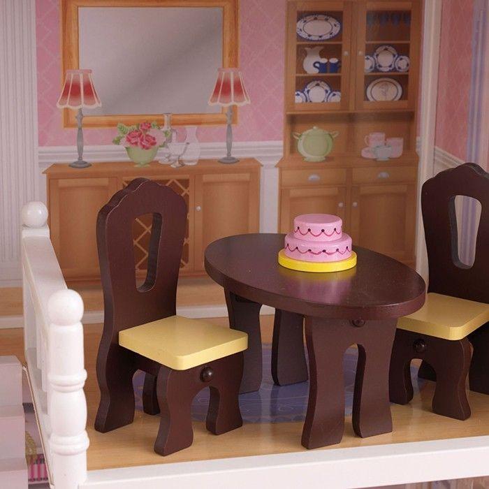 Casa de muñecas de madera, con accesorios de mobiliario con todo lujo de detalle. Incluye: 13 piezas de muebles a todo detalle. Escalera que conecta la primera planta con la segunda. Patio al aire libre y varias terrazas. 3 plantas y una buhardilla.  Es perfecta para jugar con muñecas de hasta 30 centímetros de alto (no incluídas).  Es la combinación perfecta para jugar junto con lafamilia de 7 miembros de KidKraft,que se vende por separado.  Está fabricada con materiales compuestos…