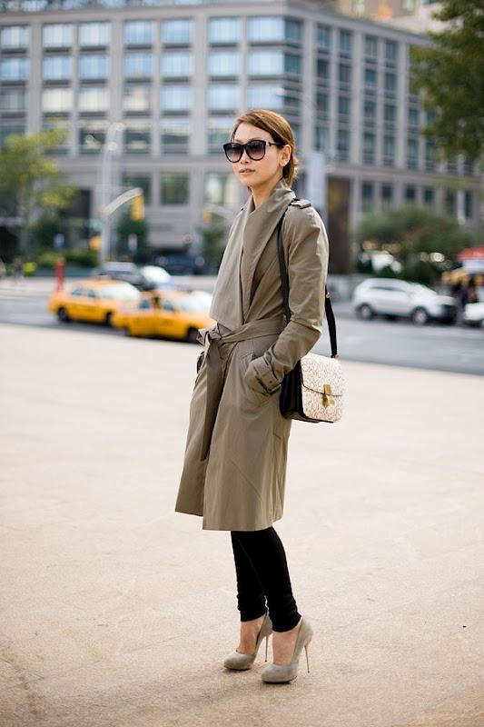 :): Street Fashion, Shoes Online, Design Handbags, Fashion Week, Street Style, New York Fashion, Trench Coats, Su Pumps, New York Street